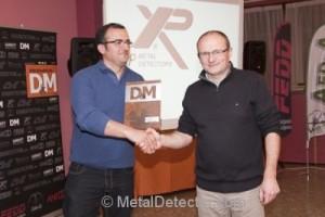 """Mr. Loubet mentre riceve un premio dalla prestigiosa rivista spagnola """"Detection y Monedas"""""""