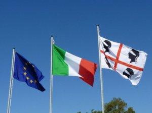 bandiere_sardegna_italia_europa_530x400